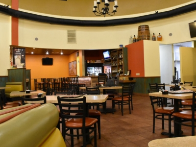 El Rosal Restaurant's Enjoyable Environment for Dining and Drinking